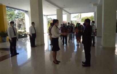 Penyerahan Surat Keputusan Calon Pegawai Negeri Sipil dilingkungan Politeknik Negeri Nusa Utara Tahun Anggaran 2019